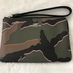 NWT COACH Wild Camo Small Zip Around Wristlet